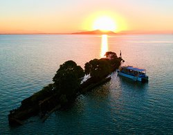 Aquascene Charters on a Sunset & Shipwreck Tour of the City of Adelaide, Magnetic Island.