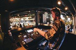 4 dagen per week DJ Live