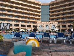 laguna azul y vista del hotel