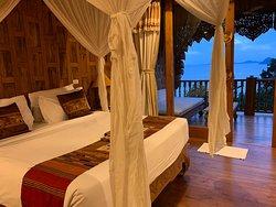 Bett mit Balkon und Liege