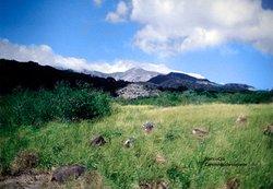 Trilha que leva para a cúpula do vulcão, diversidade encontrada em vários trechos da caminhada