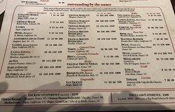 Lugar espetacular para experimentar vinhos especiais! Principalmente os italianos e franceses. Em Disney Springs.