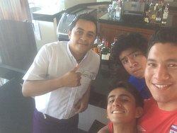 Excelentes bebidas y gran compañía por parte de los bartender en especial @Séptimo y @Fernando.