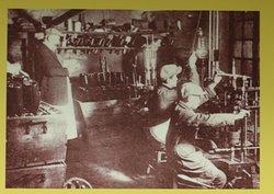 Le circuit des visites - Fabrication du Crémant - 8 L'opération de dégorgement consiste à retirer le dépôt de la bouteille -