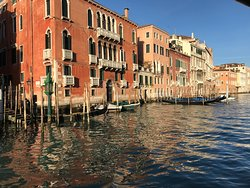 Experience ehe dynamic life of the Venetians by riding along the Grand Canal
