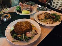 Alt-Berliner Wirtshaus 的晚餐/ 鹹豬腳,炸豬排,COmbo 總匯豬肉餐