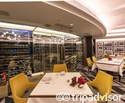 Restaurant at the New World Millennium Hong Kong Hotel
