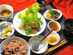 全て野菜と穀物などから作るヘルシーナチュラルな料理。 普段、食が乱れている方、お肉三昧な方にも嬉しいリセット料理です。