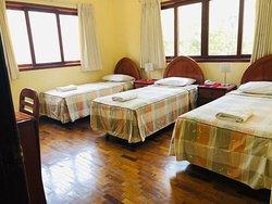 Habitación triple con baño propio