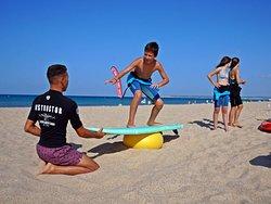 El Surf más innovador en tu escuela de siempre, contigo en la playa desde 2012.