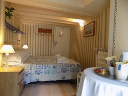 Attic Double/Twin room shared bathroom (shared with one other double room)