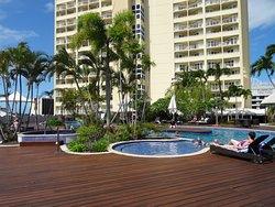 Large, comfortable room.  Outdoor pool.  Great breakfast spread.  Good free wifi.