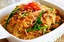 MEE HOON SIAM Fried vermicelli in a tangy assam pravy with prawn