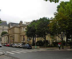 Музей Мармоттан-Моне. Особняк, вид с ближайшего перекрестка