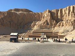 Temple et sa montagne