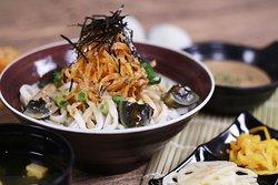 洋蔥絲松花胡麻麵