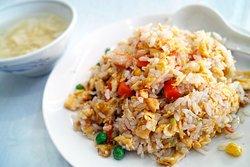 Lecker gebratenen Reis und vieles mehr gibt's bei uns täglich im Mittags- und Abendbuffet 😋😍