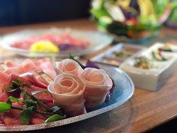 #金武アグーしゃぶしゃぶ琉球 沖縄でアグーを食べるならココ!!  アグーだけではなく、しゃぶしゃぶ用のお野菜にも こだわりが。。。 全て沖縄の太陽を浴びて元気に育った 栄養満点な 「島野菜」を数多く取り揃えております。 味はもちろん!見ても楽しめる!!  こだわりのアグーしゃぶしゃぶを是非 【金武アグーしゃぶしゃぶ琉球】へお越しください^ ^  #沖縄 #金武アグー #アグー #しゃぶしゃぶ #旅行 #okinawa