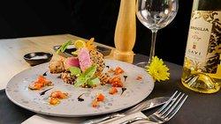 Tuna Steak 200 gr. Tuna, Quinoa, Tomato, Balsamic, Sesame, Mango