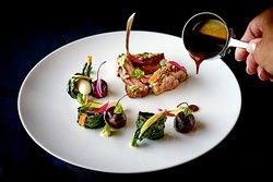 BARBARESCO: agnello di Laticauda, crema di aglio, verdure a foglie e olio di argan