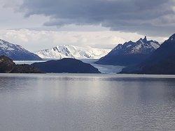 Vista do Glacial Gray do barco, ainda longe....