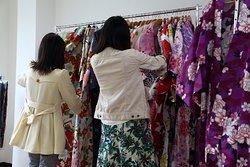 They are choosing kimono.
