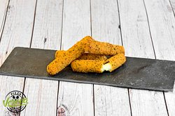 Check out our rich Mozzarella cheese sticks in a crispy herb breadcrumb coating… dip them in your favourite sauce for extra goodness. Yum! 😋