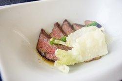 牛モモ肉のロースト 小蕪天ぷら