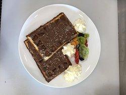 Waffles francesas con nutella! no hay palabra para describir el sabor!  yummy!