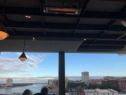 Best rooftop bar in Savannah