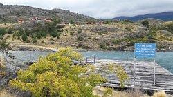Vistas del lodge y las cabañas desde el viejo embarcadero.