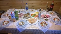 """Вариант сервировки стола на 10 человек холодными закусками в кафе """"Арбатъ"""" г.Бобруйск."""