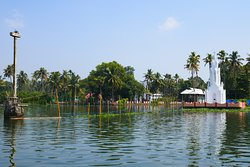 The two day cruise departs from Kumarakom, a beautiful, sleepy little creek away from all the hustle and bustle of Alleppey.