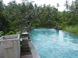 Lovely infinity pool with sitting area adjacent