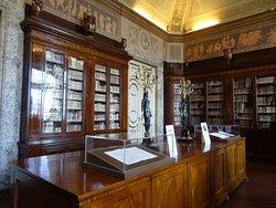 宮殿内の図書室