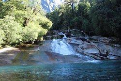 Toboganes naturales en el sur de mi Chile lindo. COCHAMÓ💙