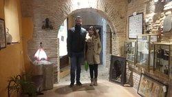 Madrileños conociendo nuestro milenario subterráneo,para salir de paseo de inmediato, muchas gracias y hasta pronto :) .