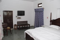 Fully furnished rooms with Kota stone polished flooring with traditional Rajasthani jarokhas with Bombay Dyeing linen & quilts on bed and block prints linen in jarokhas and DTH TV