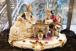 Porcelain figures in one shop