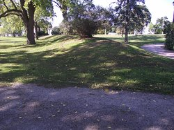 CANADA - HAMILTON - DUNDURN CASTLE #4 - SOME OF THE FRONT LAWN AREA