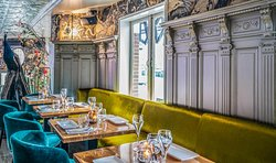 YOLO restaurant-bar