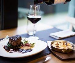Dinner with wine in Dekant Restaurant & WineBar