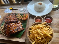 Local food with great taste. The staff was very friendly. A must if you stay in Ubud!!!