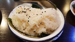Khao Niao (arroz blanco glutinoso al vapor)