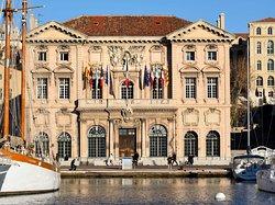 L' Hotel de Ville
