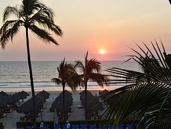Beautiful sunsets from ocean rooms!