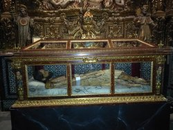 El santo sepulcro del señor, es de las pocas imágenes que es articulada, los brazos se mueven, para ser crucificado y para bajarlo de la cruz.