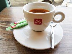☕️ Bună Dimineața! Începem #O9ZI cu o #cafea illy by #1euro2go și ne pregătim pentru cele mai delicioase #CiorbeDeCasa & #PlacinteDeCasa la #KiCEN #Cotroceni #Bucuresti! #KiCENCotroceni #1AnDeKiCEN  P.S. peste puțin timp postăm #MeniulZilei pe www.instagram.com/KiCEN.ro / www.facebook.com/KiCEN.ro
