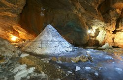 Cave Trekhglazka