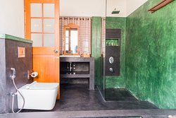 GREEN & BLACK ROOM